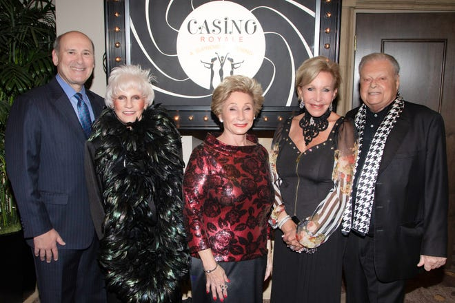 McCallum President & CEO Mitch Gershenfeld, Muses & Patroness Circle President Mary Latta, event co-chairs Marge Barry and Peggy Berk, and McCallum Board Chair Harold B. Matzner.
