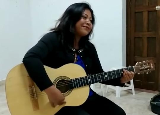 Edith Luna Aparicio, hermana de Yalitza Aparicio, también es actriz y cantante.