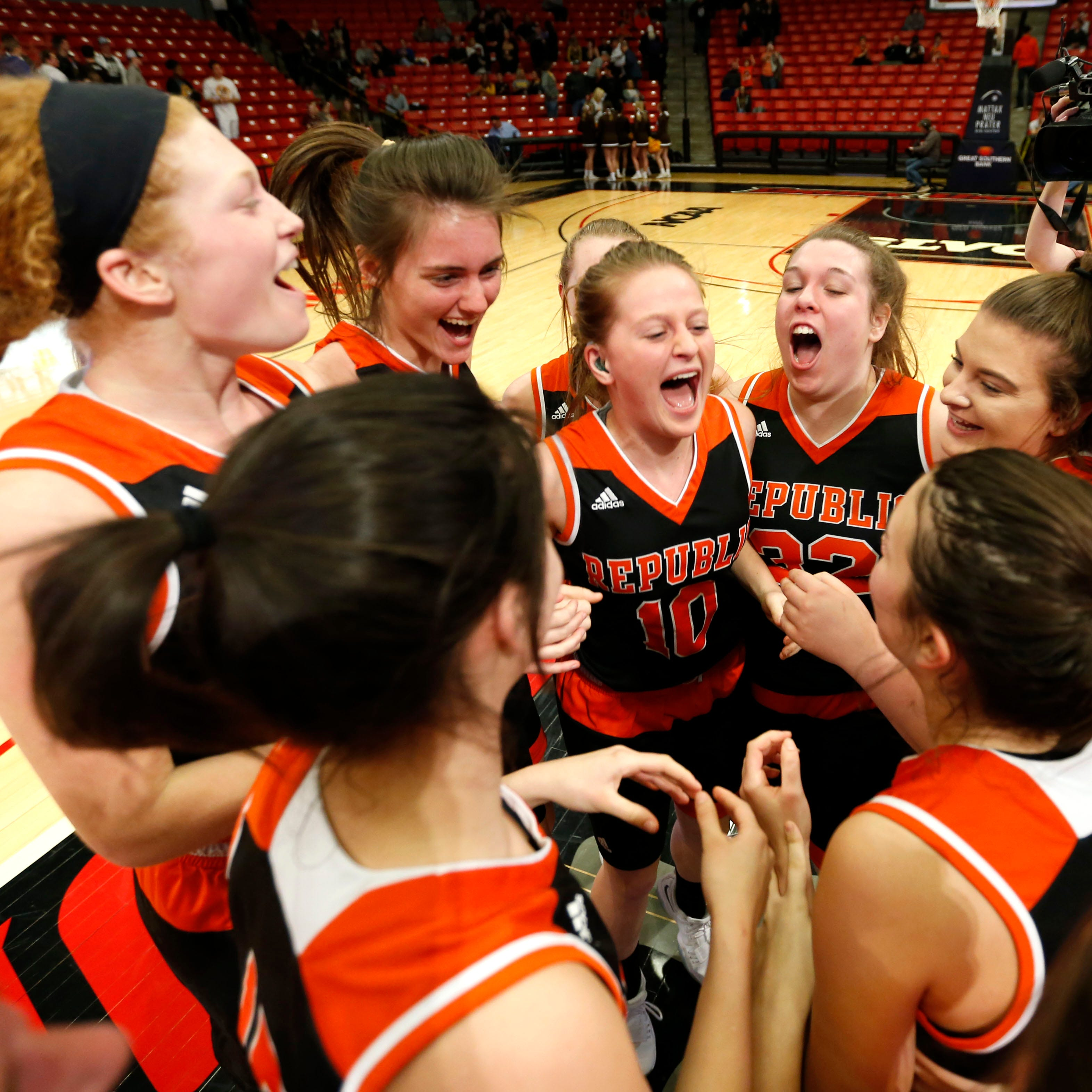 Lady Tigers catch fire to advance to state quarters, end Kickapoo's season