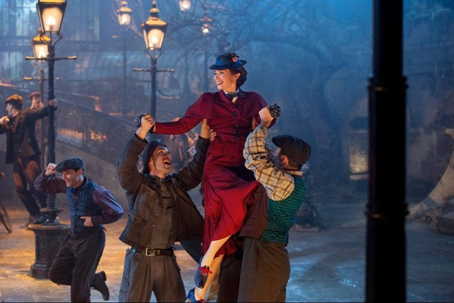 """Emily Blunt gets a lift in """"Mary Poppins Returns."""""""