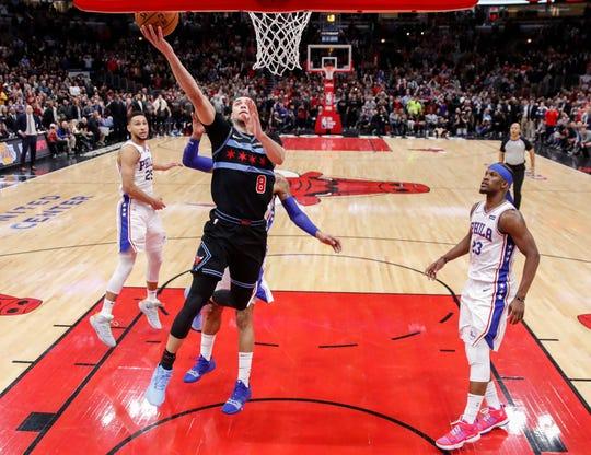 Chicago Bulls guard Zach LaVine scores the game-winning basket against the Philadelphia 76ers.