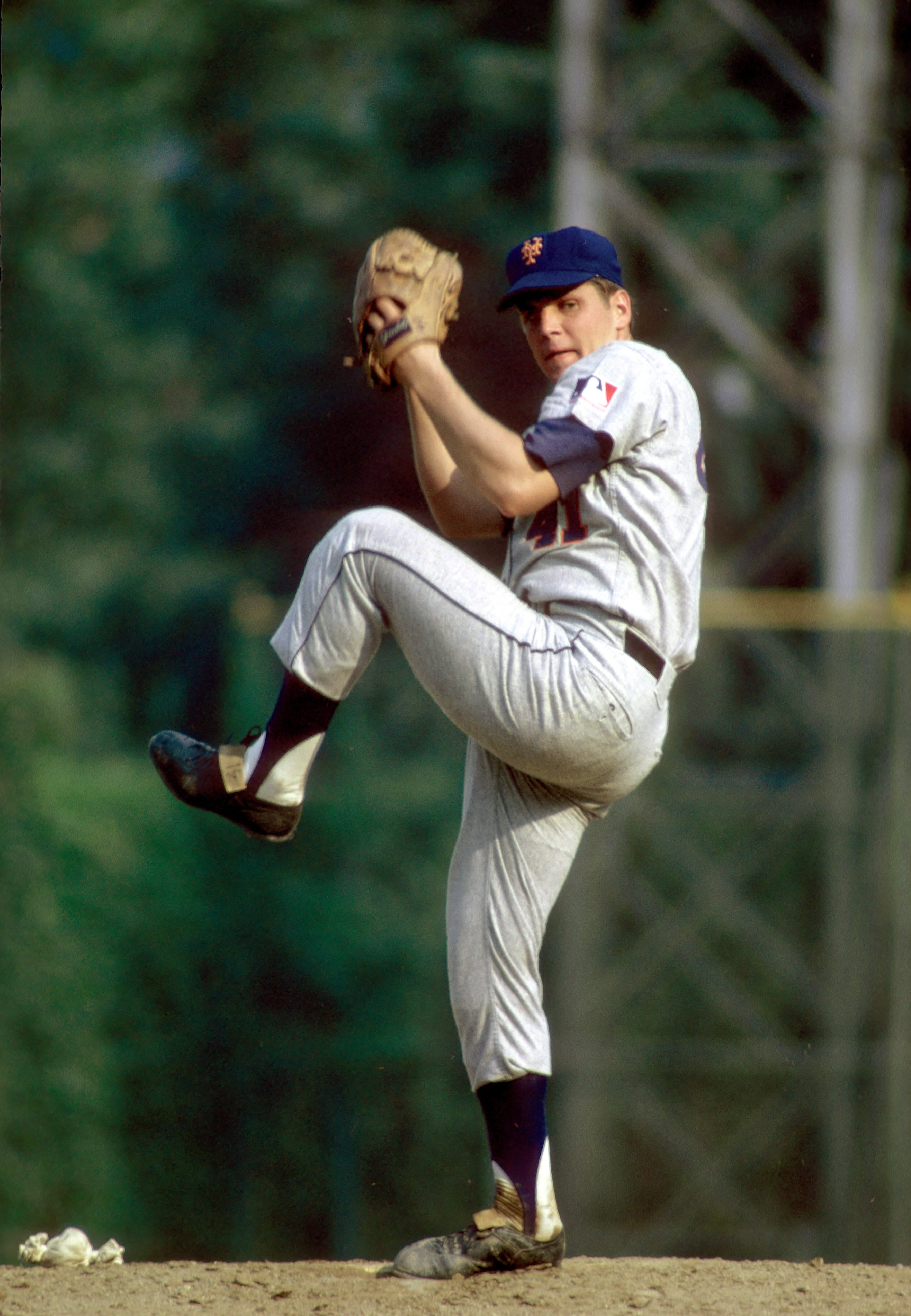 New York Mets pitcher Tom Seaver will retire from public life, according to his family.