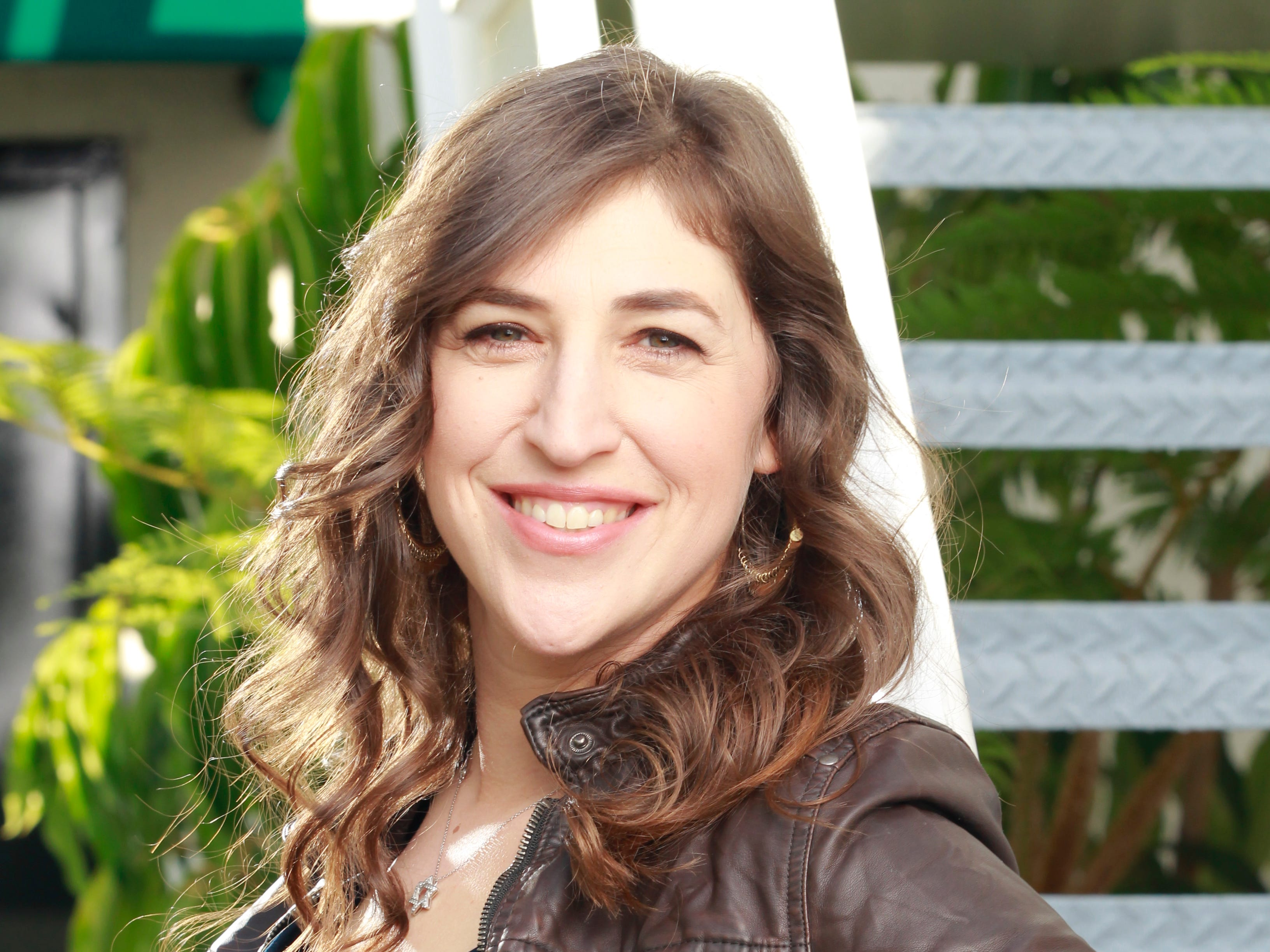 """ORG XMIT: DM 41110 BIGBANGWOMEN 11/14/2011  11/14/11 11:34:16 -- Los Angeles, CA, U.S.A BIG BANG WOMEN -- Mayim Bialik is a  love interests for one of the geeks on the television series """"Big Bang Theory.""""  Photographed at CBS Television City in Los Angeles, CA  Photo by Dan MacMedan, USA TODAY contract photographer   [Via MerlinFTP Drop]"""