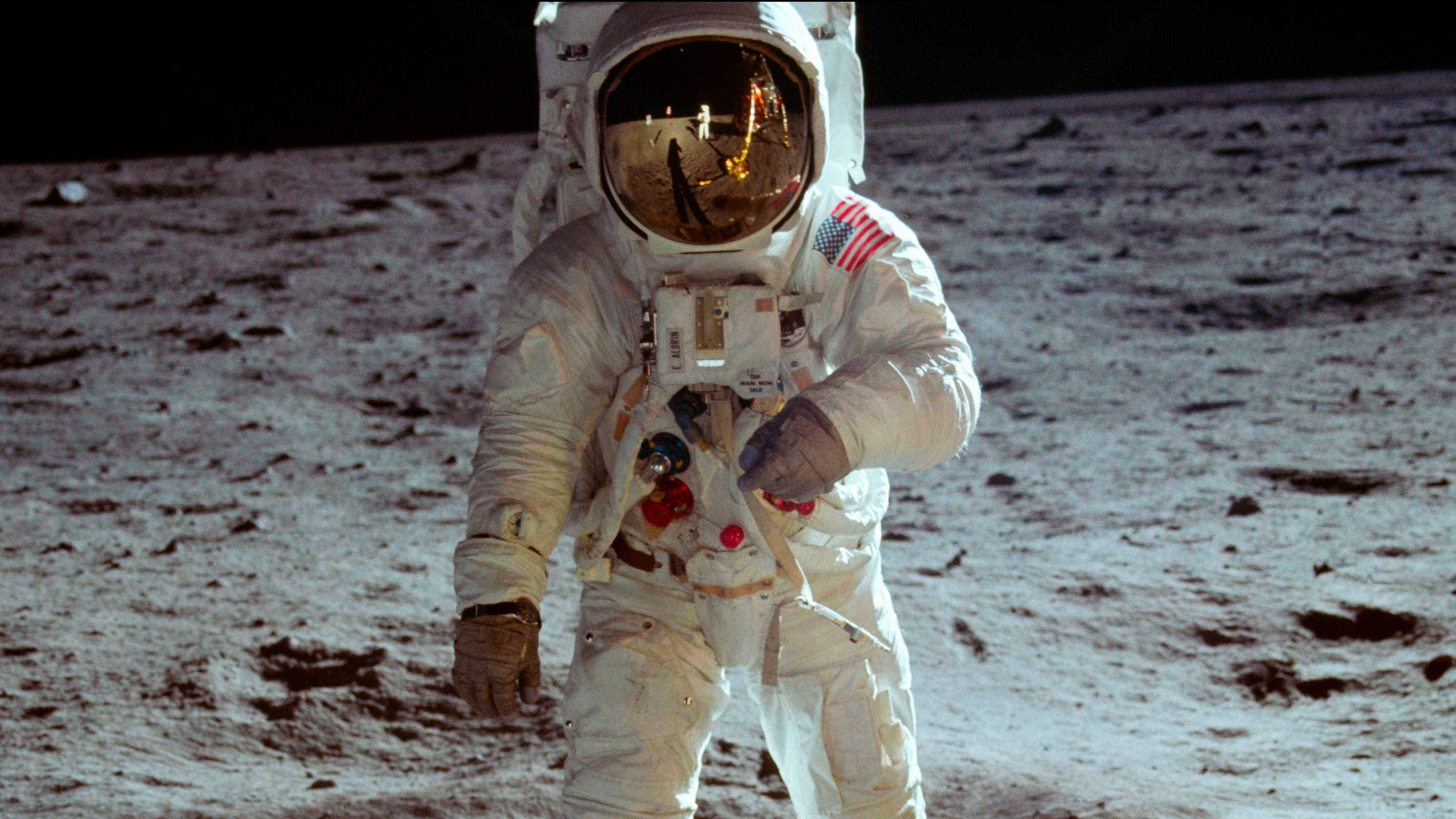 39 apollo 11 39 new documentary focuses on flag after 39 first. Black Bedroom Furniture Sets. Home Design Ideas