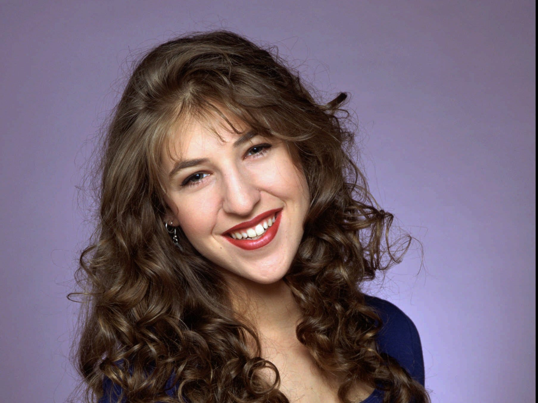 """NBC113 8/23/94 -- 'BLOSSOM'  -- SEASON PREMIERE: Monday, September 26 (8:30-9 p.m. ET) -- PICTURED: Mayim Bialik -- 'BLOSSOM' RETURNS FOR ITS FIFTH SEASON -- """"Blossom,"""" is a half-hour comedy about a family coping with the joys and frustrations that comewith some of life's milstones -- marriage, motherhood, leaving home and that all-important senior year in high school.  The show was the top-rated program last year in its time period  among adults 18-34; women and adults 18-49; and kids and teens. PHOTOBY Mario Casilli. ORG XMIT: NBC113"""
