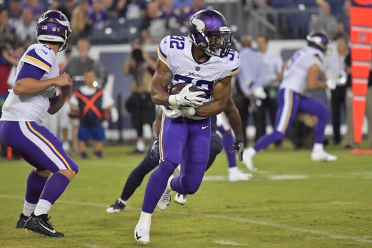 Minnesota Vikings running back Roc Thomas (32) rushes against the Tennessee Titans during the first half at Nissan Stadium.
