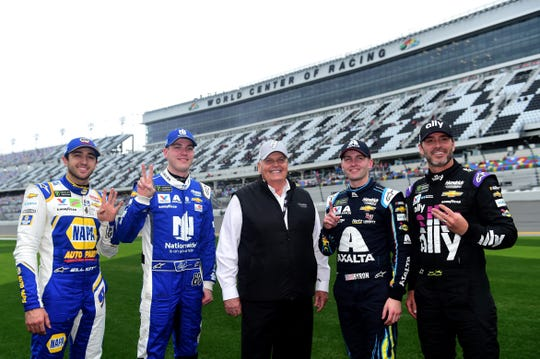 (From left to right) Chase Elliott, Alex Bowman, Rick Hendrick, William Byron and Jimmie Johnson pose for a photos after qualifying for the 2019 Daytona 500.