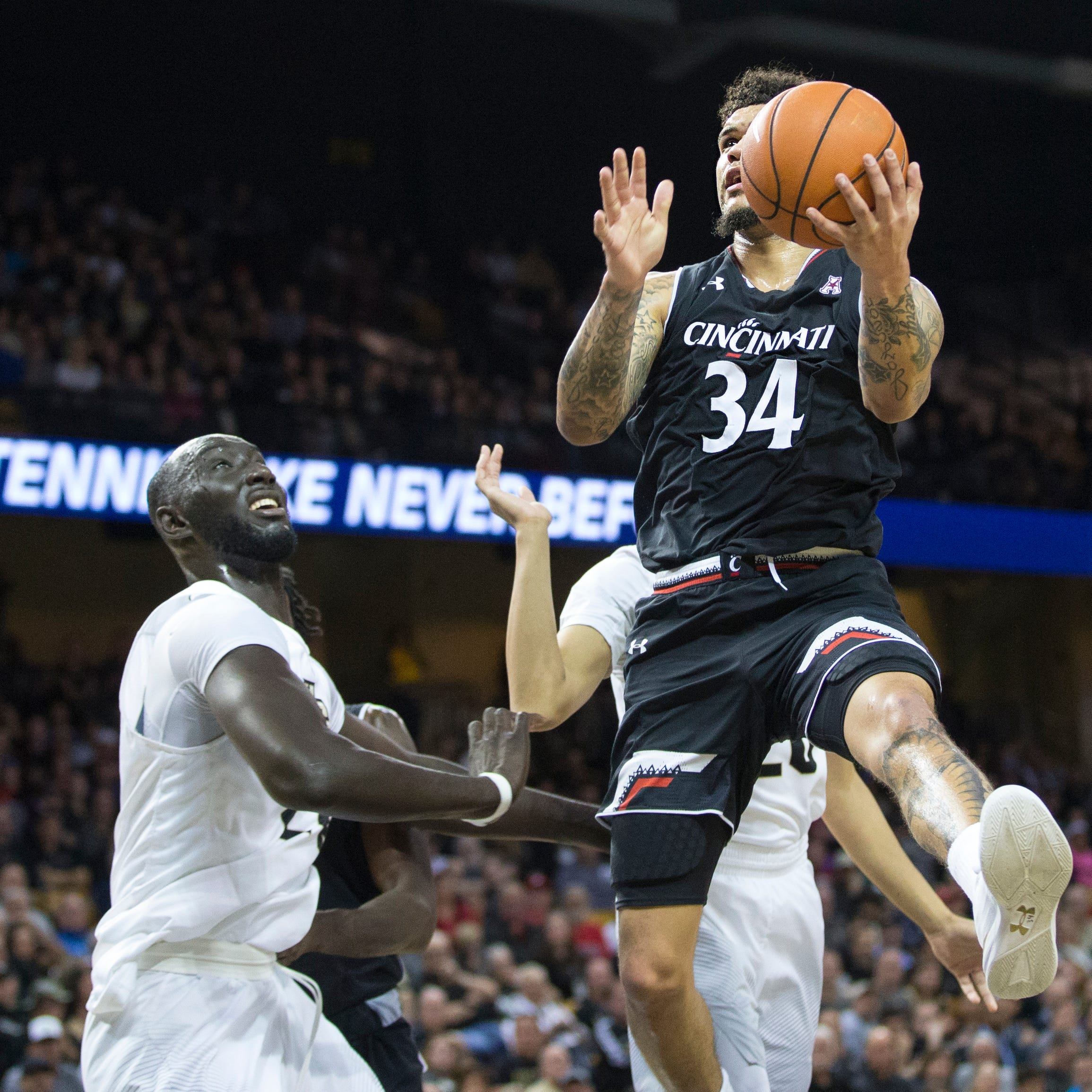 Central Florida Knights stop Cincinnati Bearcats as fans rush floor