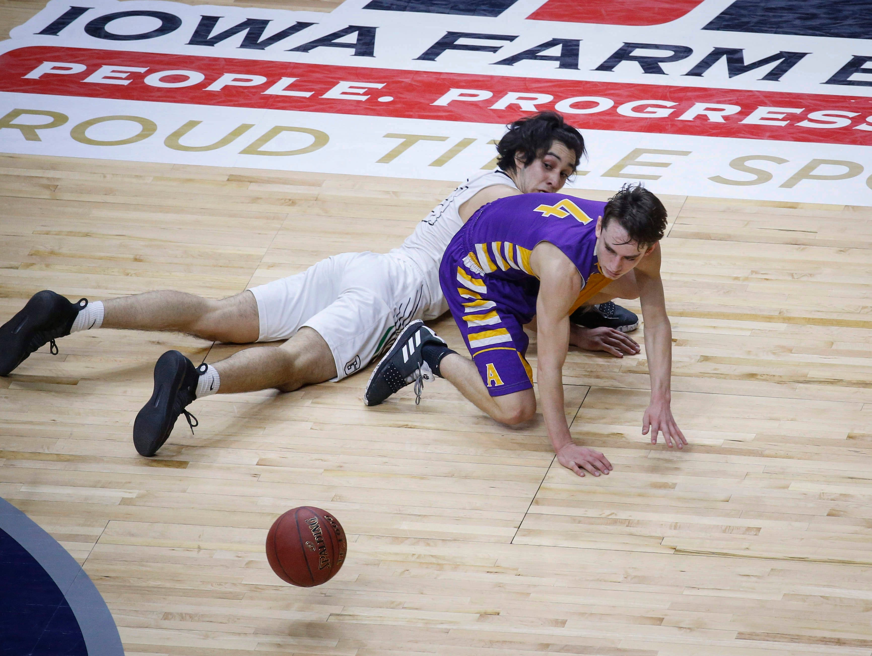 Grand View Christian senior Arturo Montes, left, and Alburnett senior Jared Graubard scramble to recover a loose ball in the first quarter during the Class 1A boys state basketball championship game on Friday, March 8, 2019, at Wells Fargo Arena in Des Moines.