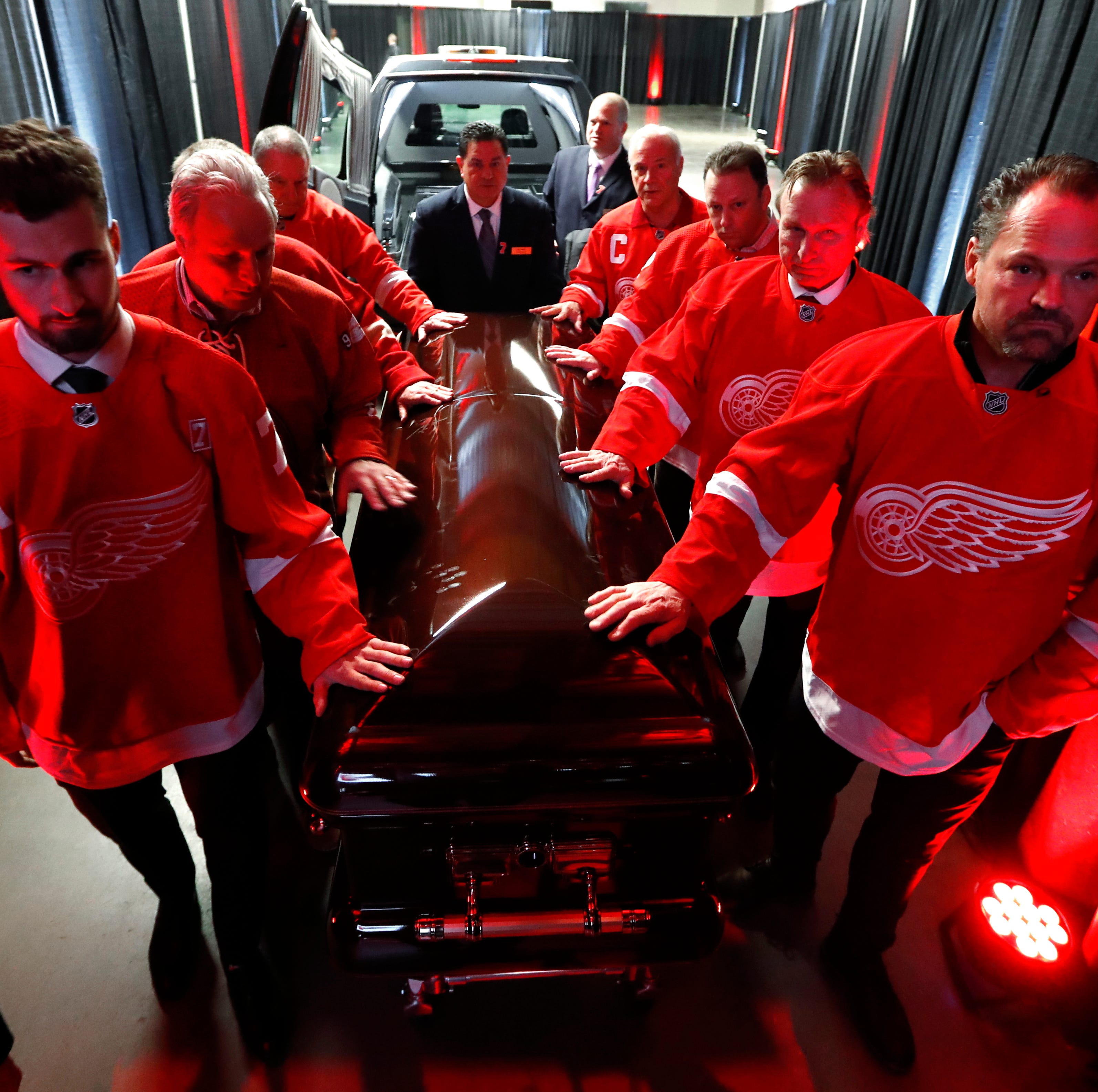 Spirit of Hockeytown glows at Ted Lindsay memorial. And it was stunning