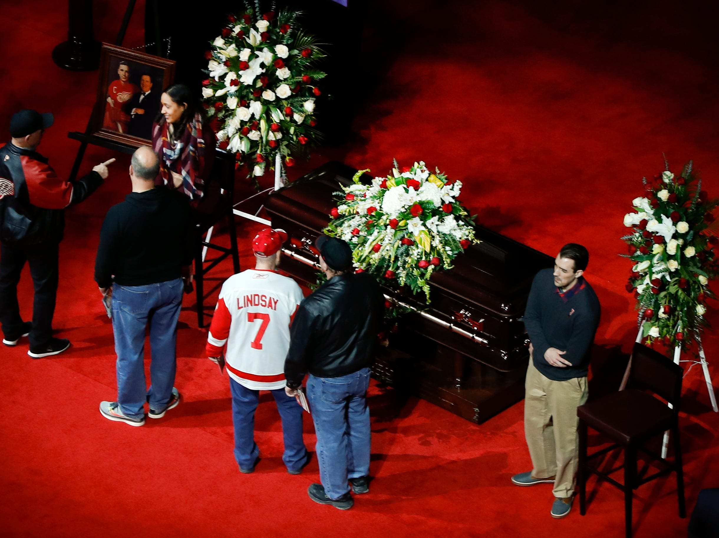 Mourners pay their respect at the casket of former Detroit Red Wings player Ted Lindsay.