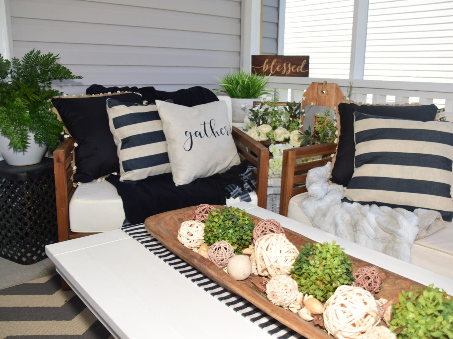 Having neutral colors in her furniture, Kelly Reynolds can easily change up the look of her patio from summer to fall simply by changing the pillows.