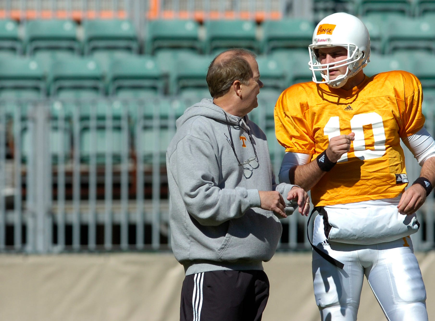 utfootball.ASB#7320.JPG--SPORTS-- UT coach David Cutcliffe talks with quarterback Erik Ainge during a scrimmage at Neyland Stadium on Saturday.
