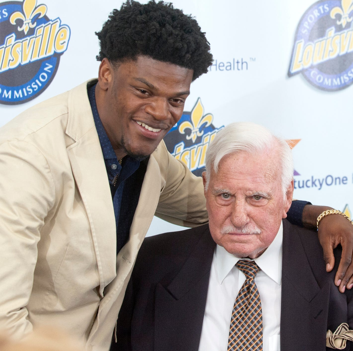 Lamar Jackson 'just came to show love to Louisville' in surprise visit