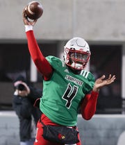 Jawon Pass throws during the scrimmage.