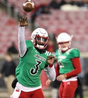 Malik Cunningham throws during the scrimmage.