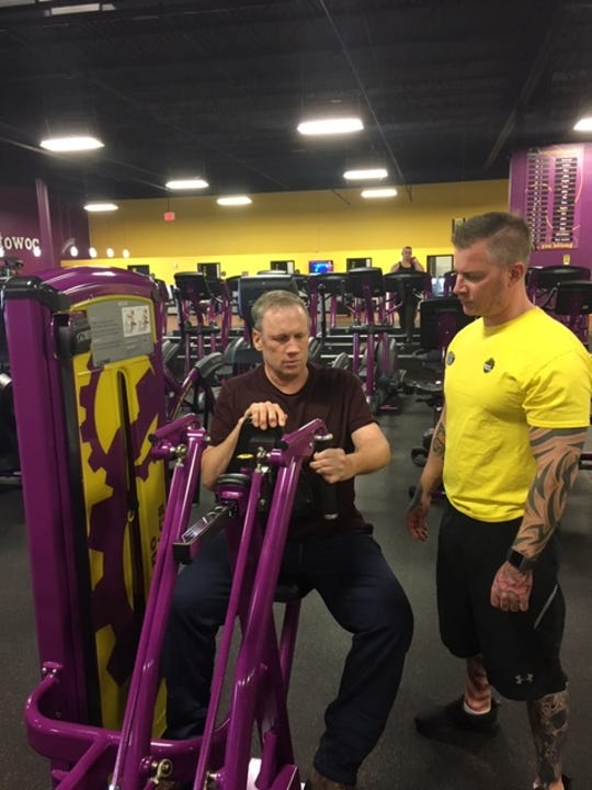 Jeff Braun works out with trainer Jeremy Peterson