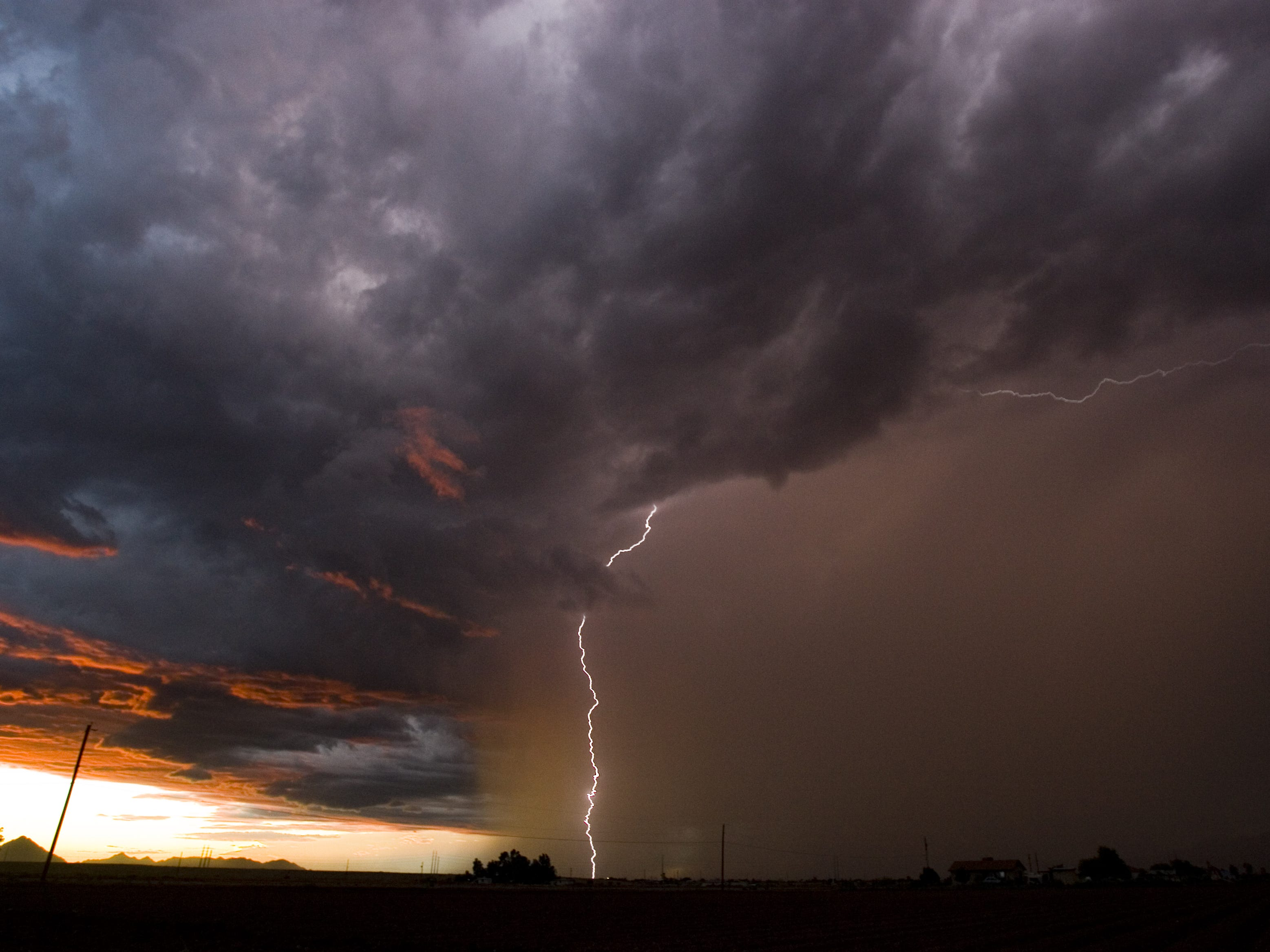 A monsoon storm moves over Scottsdale towards Phoenix as viewed from north Mesa Monday September 4, 2006.
