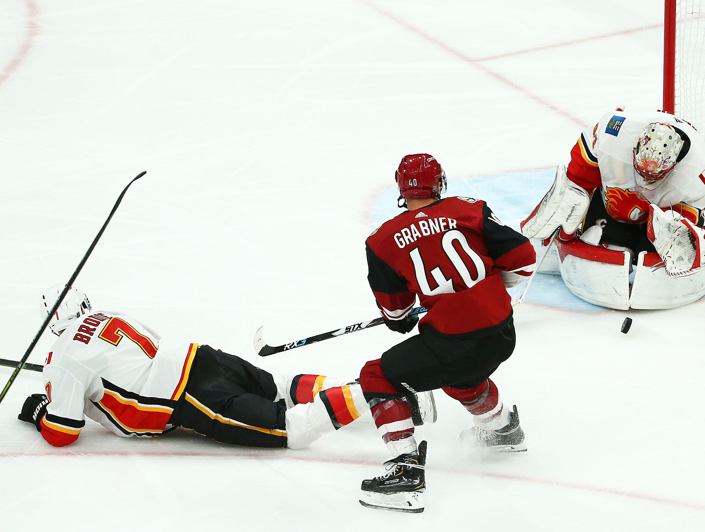 Calgary Flames goaltender Mike Smith (41) stops the shot by Arizona Coyotes right wing Michael Grabner (40) in the first period on Mar. 7, 2019, at Gila River Arena in Glendale, Ariz.
