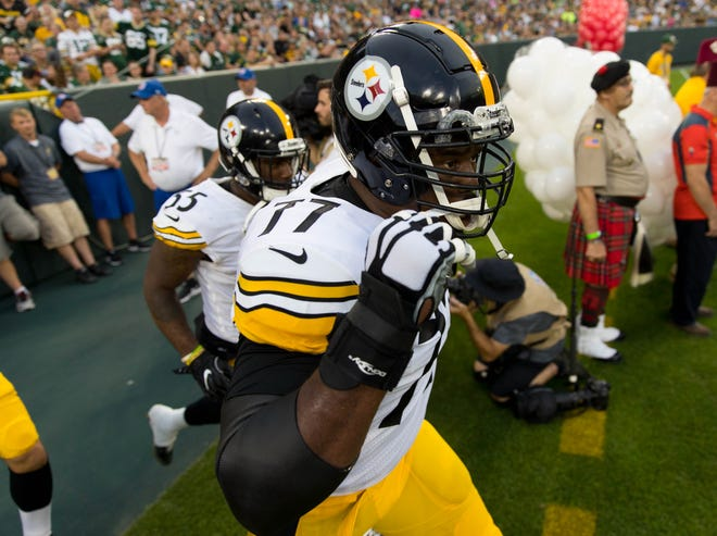 Steelers offensive tackle Marcus Gilbert (77) runs onto the field prior to a game against the Packers at Lambeau Field.