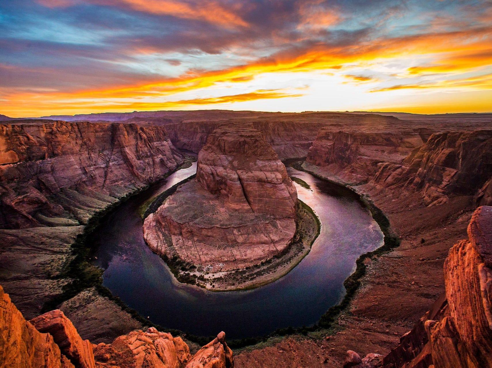 El sol se pone sobre el río Colorado en Horseshoe Bend en el área recreativa nacional de Glen Canyon, cerca de Page, Arizona, 9 de mayo de 2018.