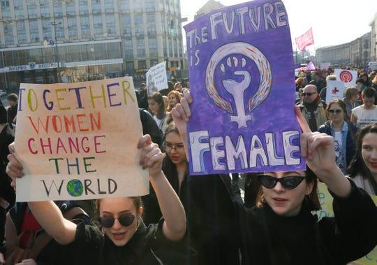 Mujeres se manifiestan en Ucrania en el Día Internacional de la Mujer.