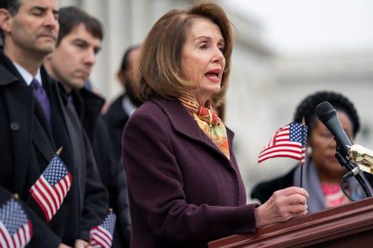 La presidenta de la Cámara Baja de Estados Unidos, la demócrata Nancy Pelosi, ofrece un discurso sobre la reforma de la financiación electoral.