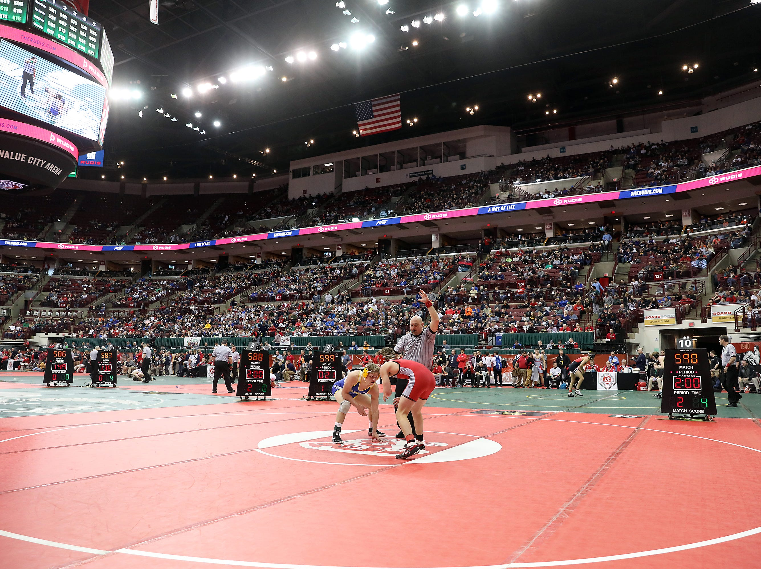 Clyde's Derick Coleman wrestles London's Josh Colvin in the 152 pound weight class at the Division II state wrestling tournament on Friday.
