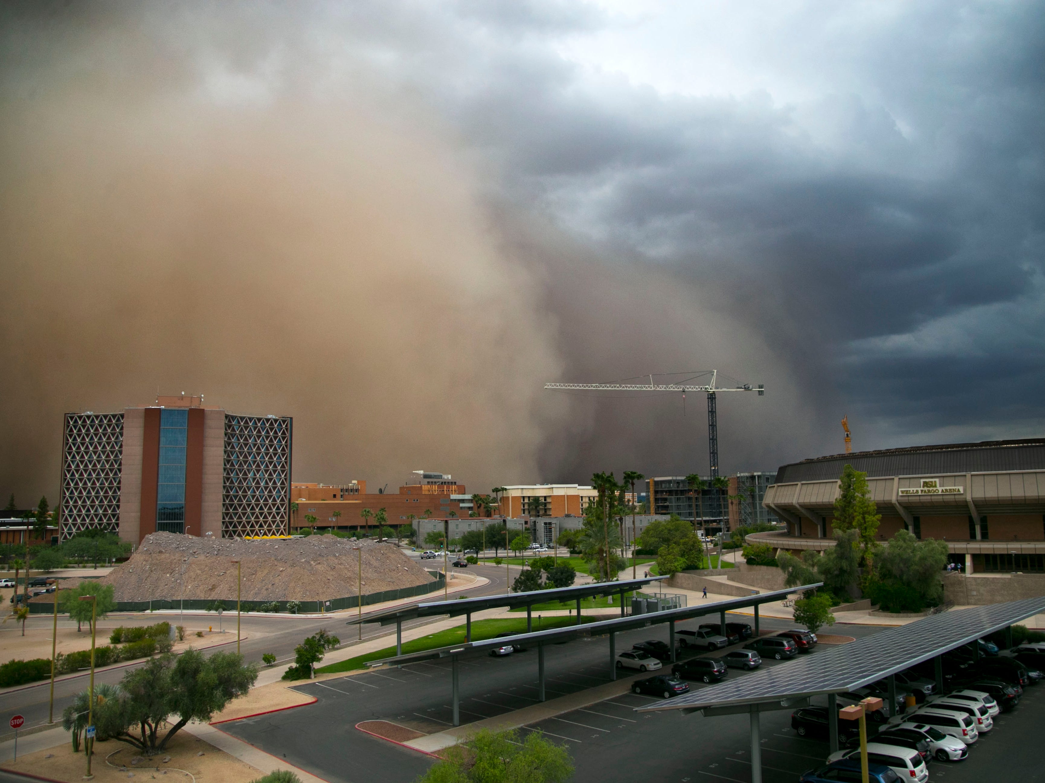A dust storm moves towards Wells Fargo Arena in Tempe on Tuesday, August 9, 2016. (Via OlyDrop)