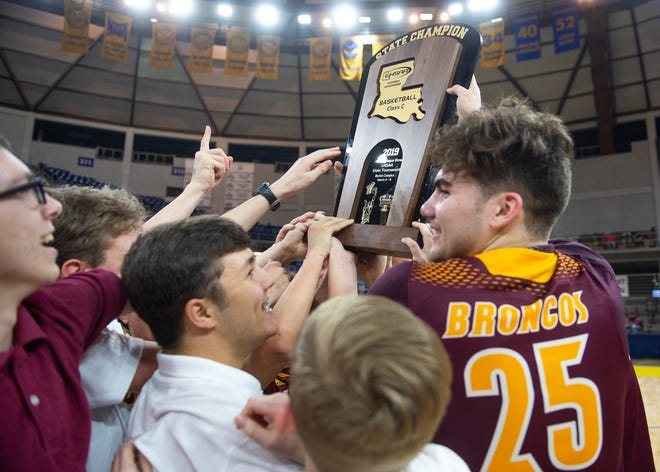 Simpson claims its first state title in basketball at Allstate Sugar Bowl/LHSAA Boys' Marsh Madness State Championship. Friday, March 8, 2019.