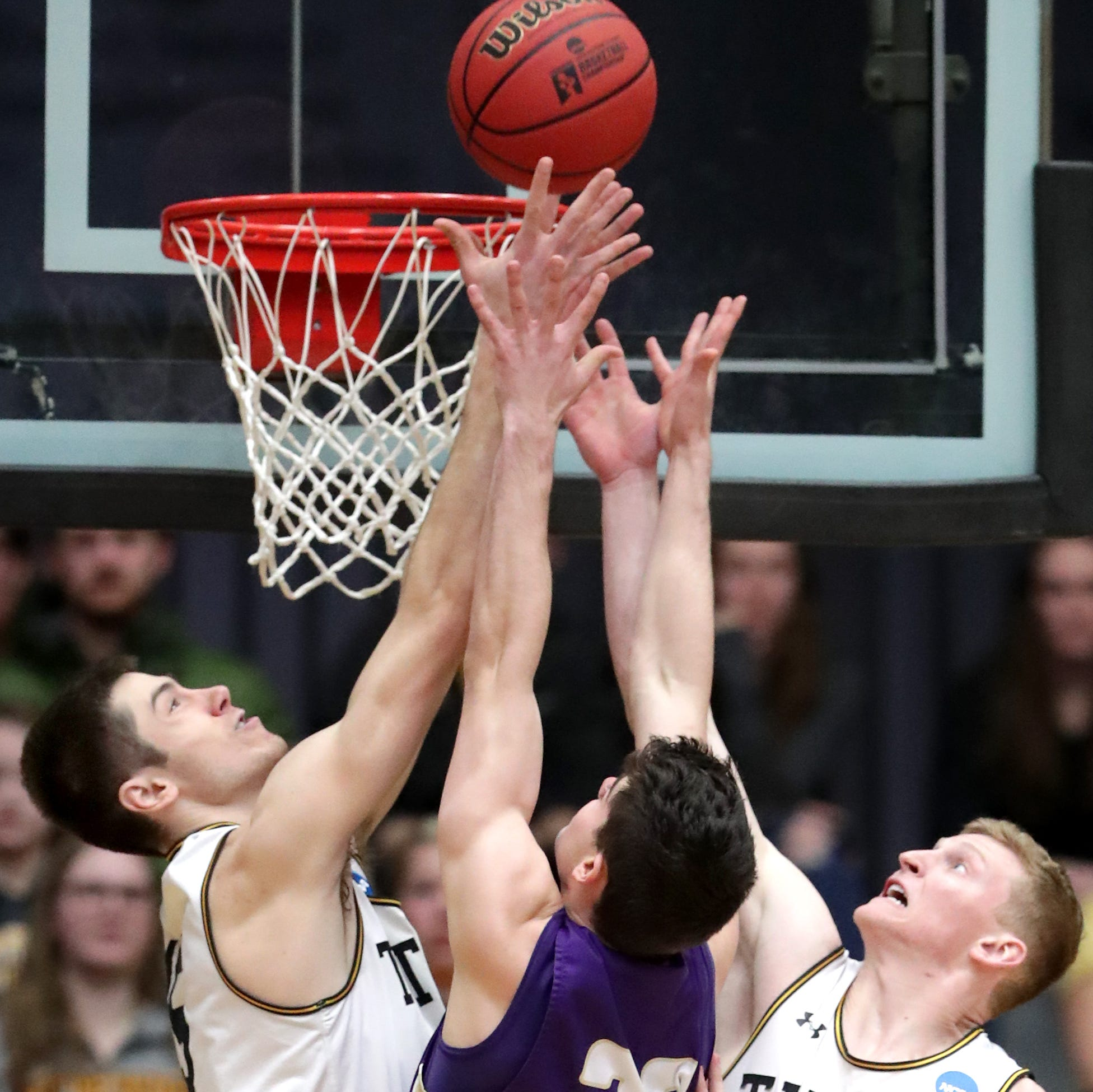 UW-Oshkosh beats Loras to move within one victory of return trip to Division III Final Four