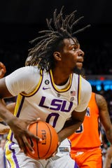 LSU Tigers forward Naz Reid (0) drives to the basket against Auburn Tigers in the second half at Maravich Assembly Center.