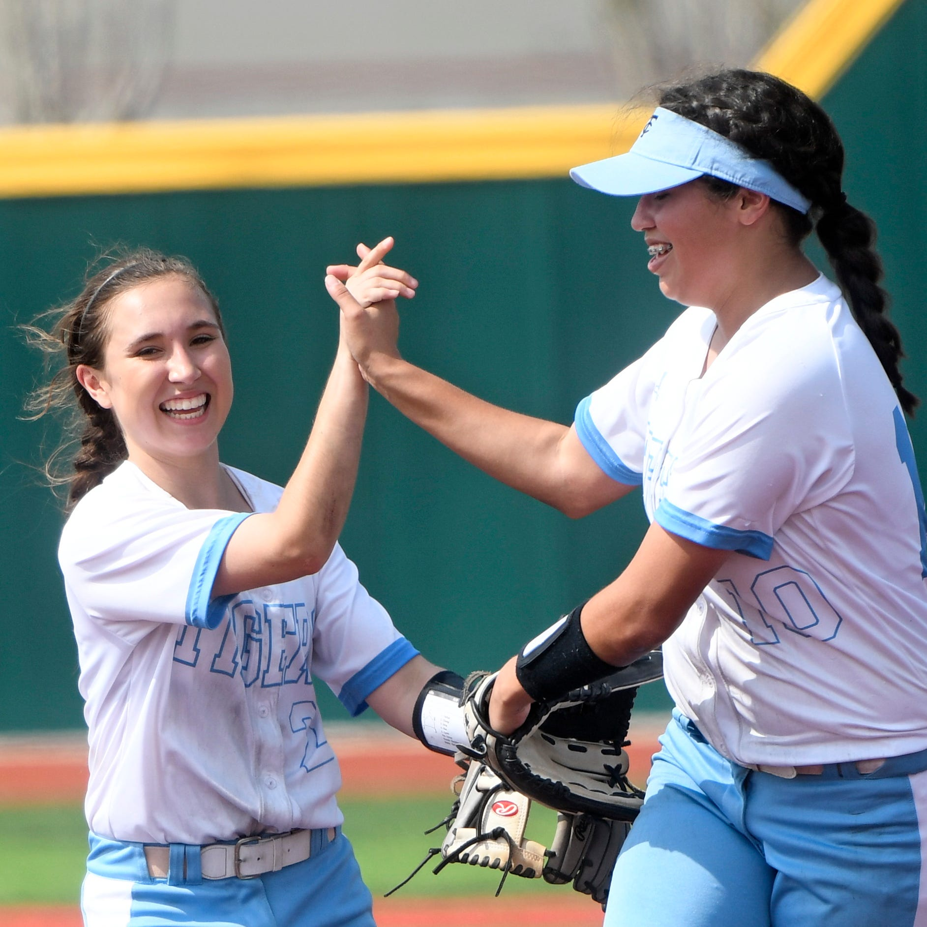 Carroll Tigers' six-run first inning pushes it past Veterans Memorial in softball game