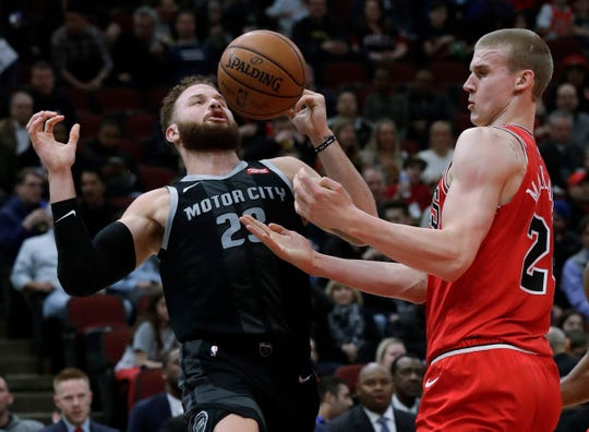 Detroit Pistons forward Blake Griffin, left, and Chicago Bulls forward Lauri Markkanen look to get possession of the ball during the first half.