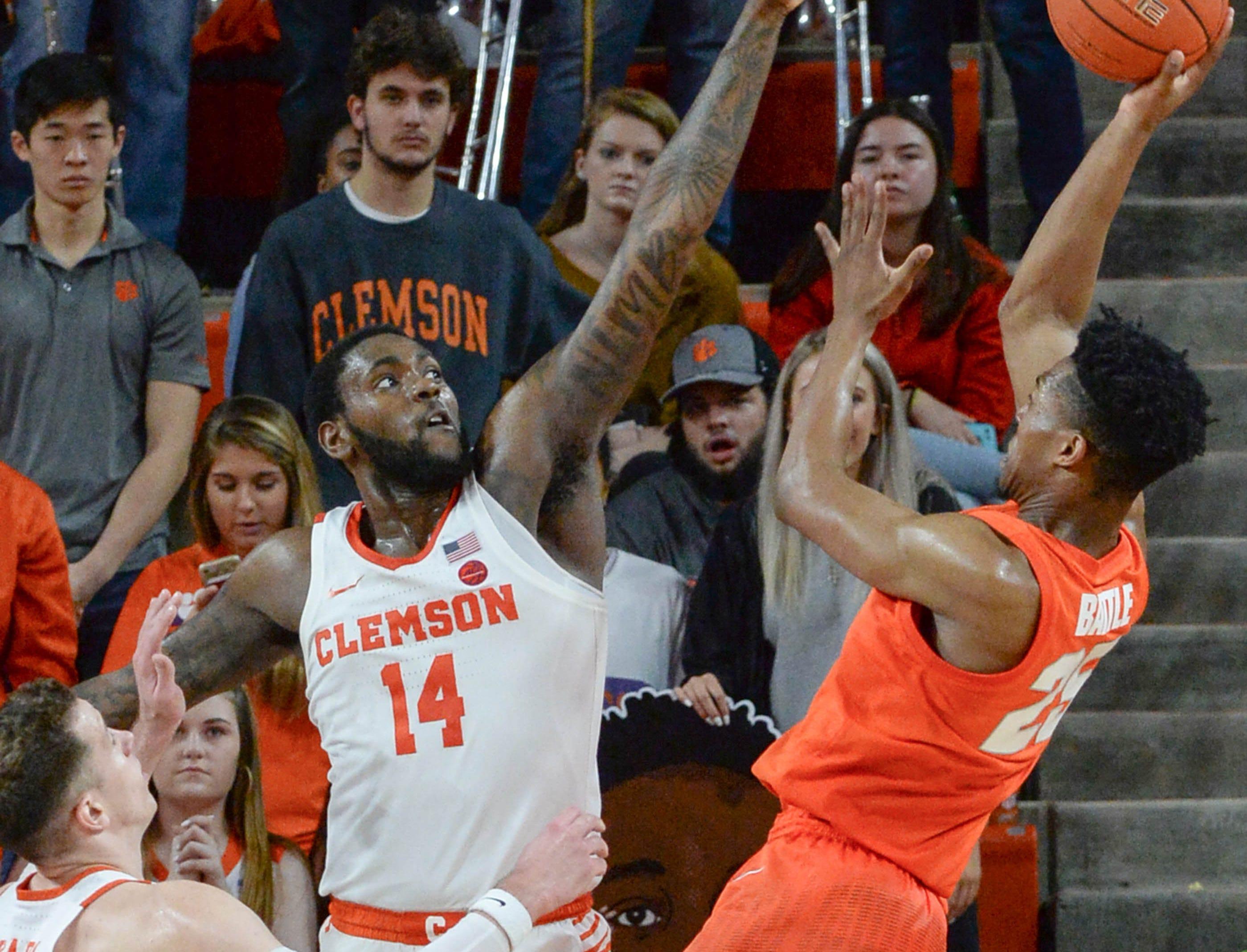 Clemson forward Elijah Thomas (14) pressures Syracuse guard Tyus Battle(25) during the second half in Littlejohn Coliseum in Clemson Saturday, March 9, 2019.