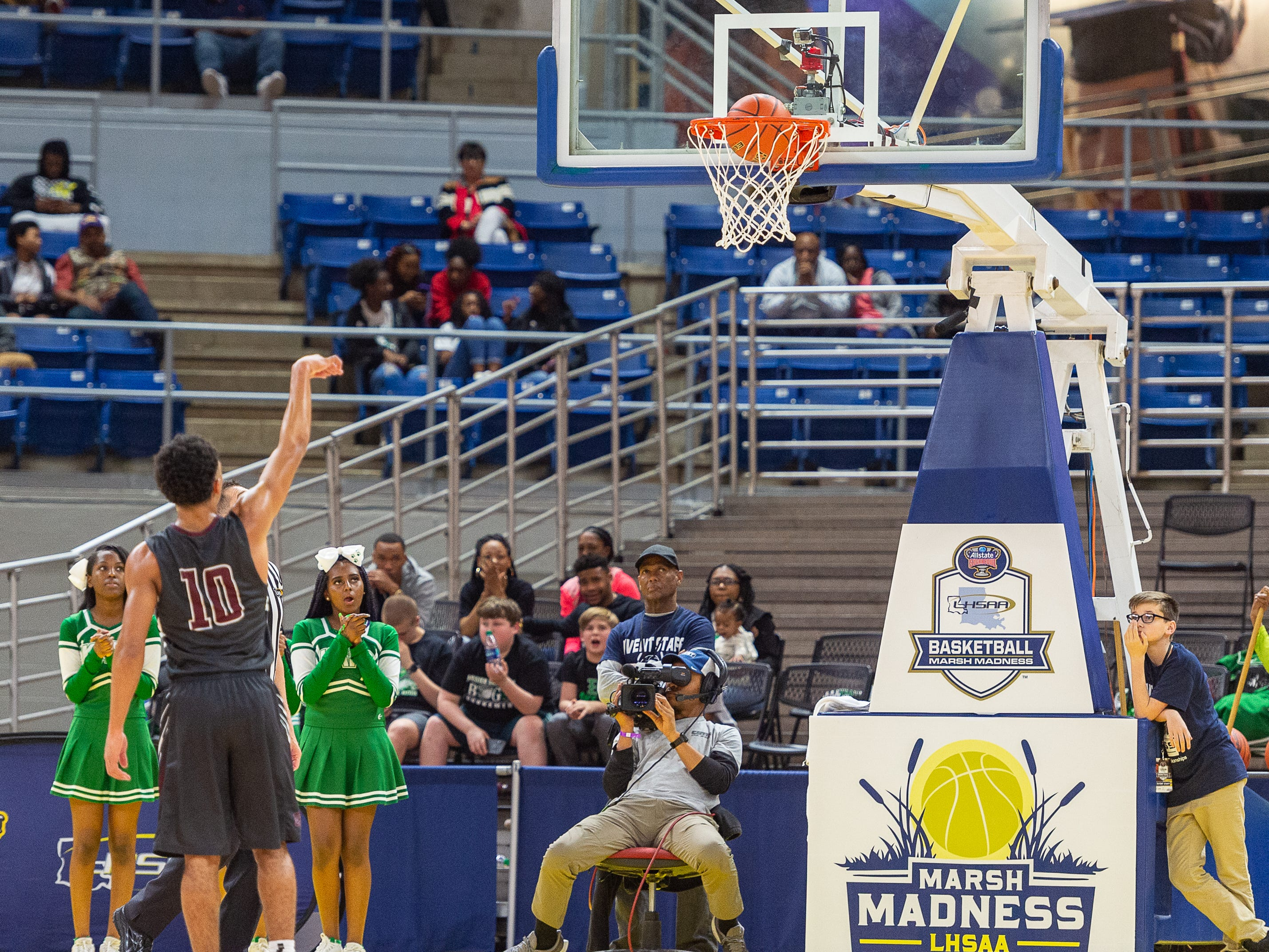 Seth Alexander makes a free throw as Breaux Bridge takes on Bossier in the Allstate Sugar Bowl/LHSAA Boys' Marsh Madness State Championship. Friday, March 8, 2019.
