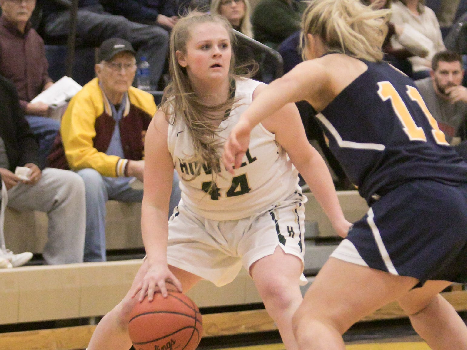 Avery Parrott of Howell looks for an open Highlander in the district championship game Friday, March 8, 2019.