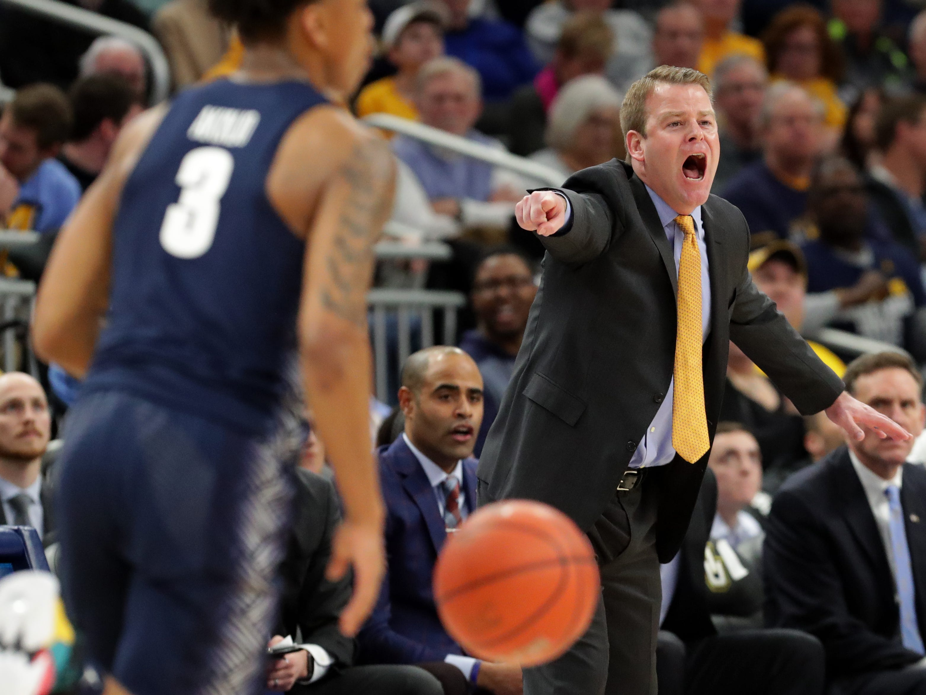 Marquette head coach Steve Wojciechowski barks out instructions in the first half.