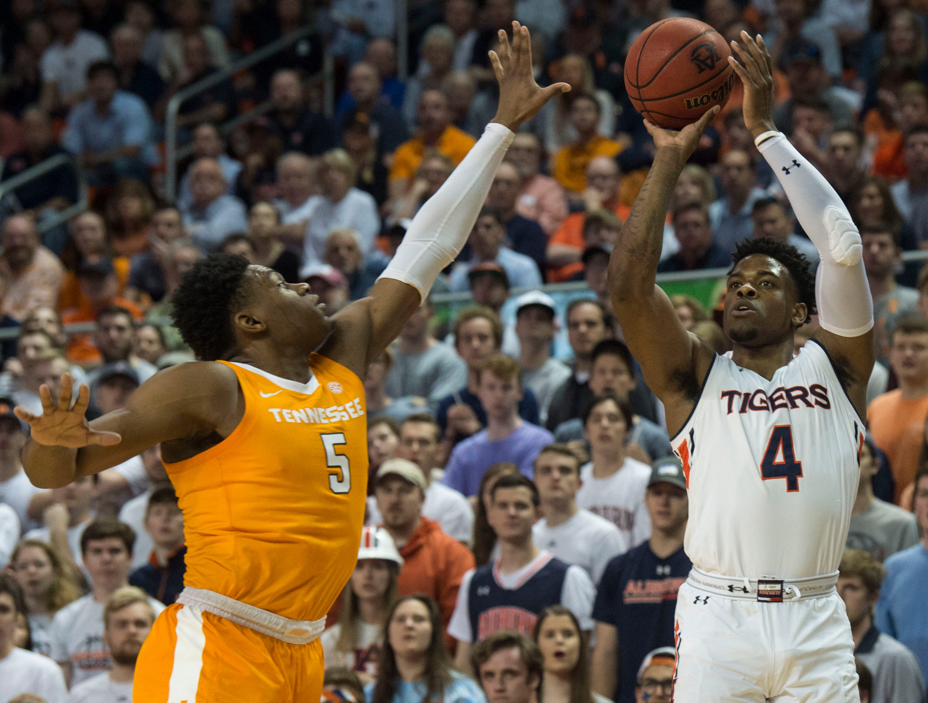 Auburn guard Malik Dunbar (4) takes a three pointer over Tennessee guard Admiral Schofield (5) at Auburn Arena in Auburn, Ala., on Saturday, March 9, 2019. Tennessee leads Auburn 41-35 at halftime.