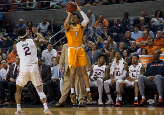Tennessee guard Lamonte Turner (1) puts up a 3-pointer against Auburn on Saturday.