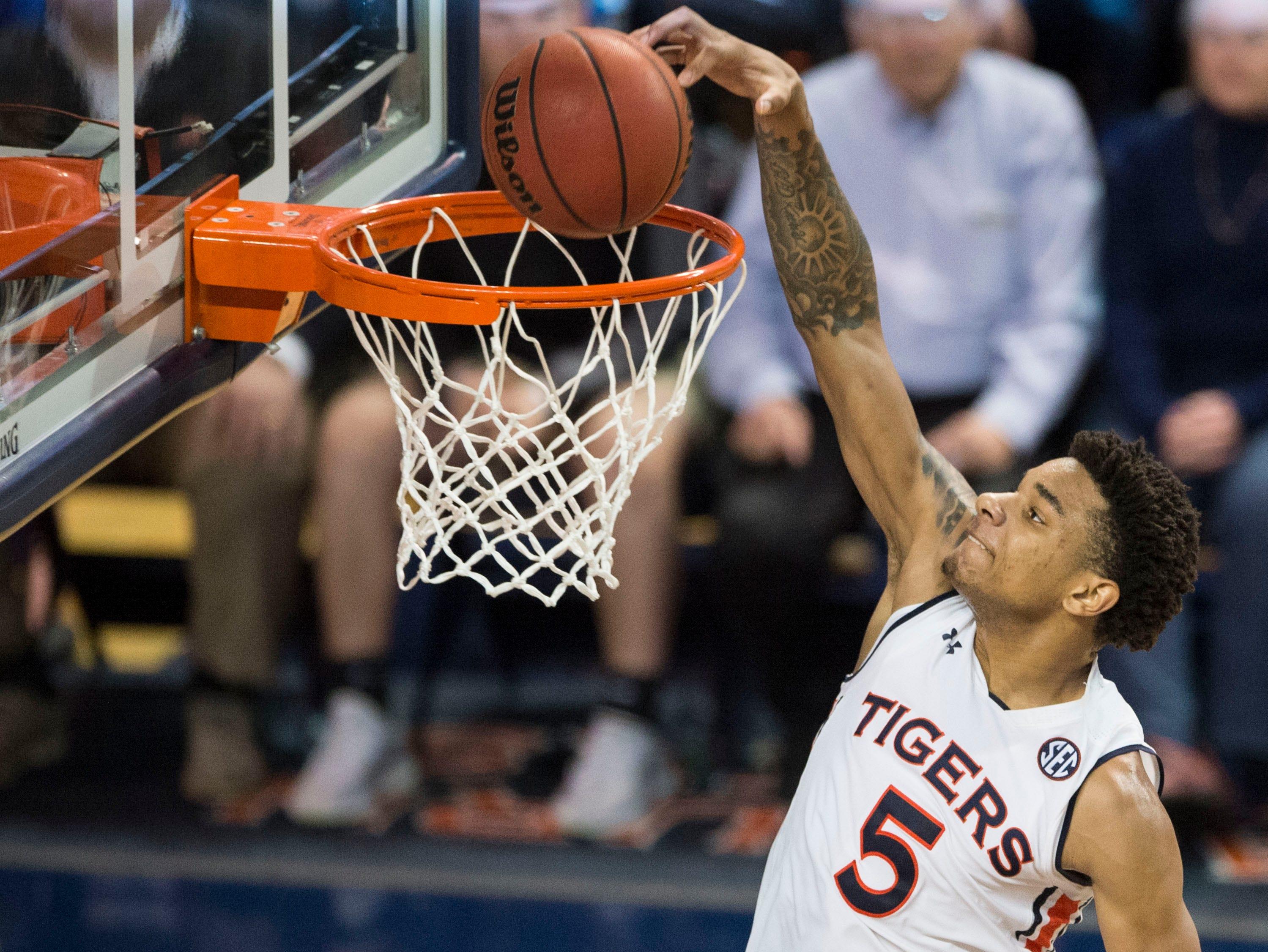 Auburn forward Chuma Okeke (5) dunks the ball at Auburn Arena in Auburn, Ala., on Saturday, March 9, 2019. Auburn defeated Tennessee 84-80.