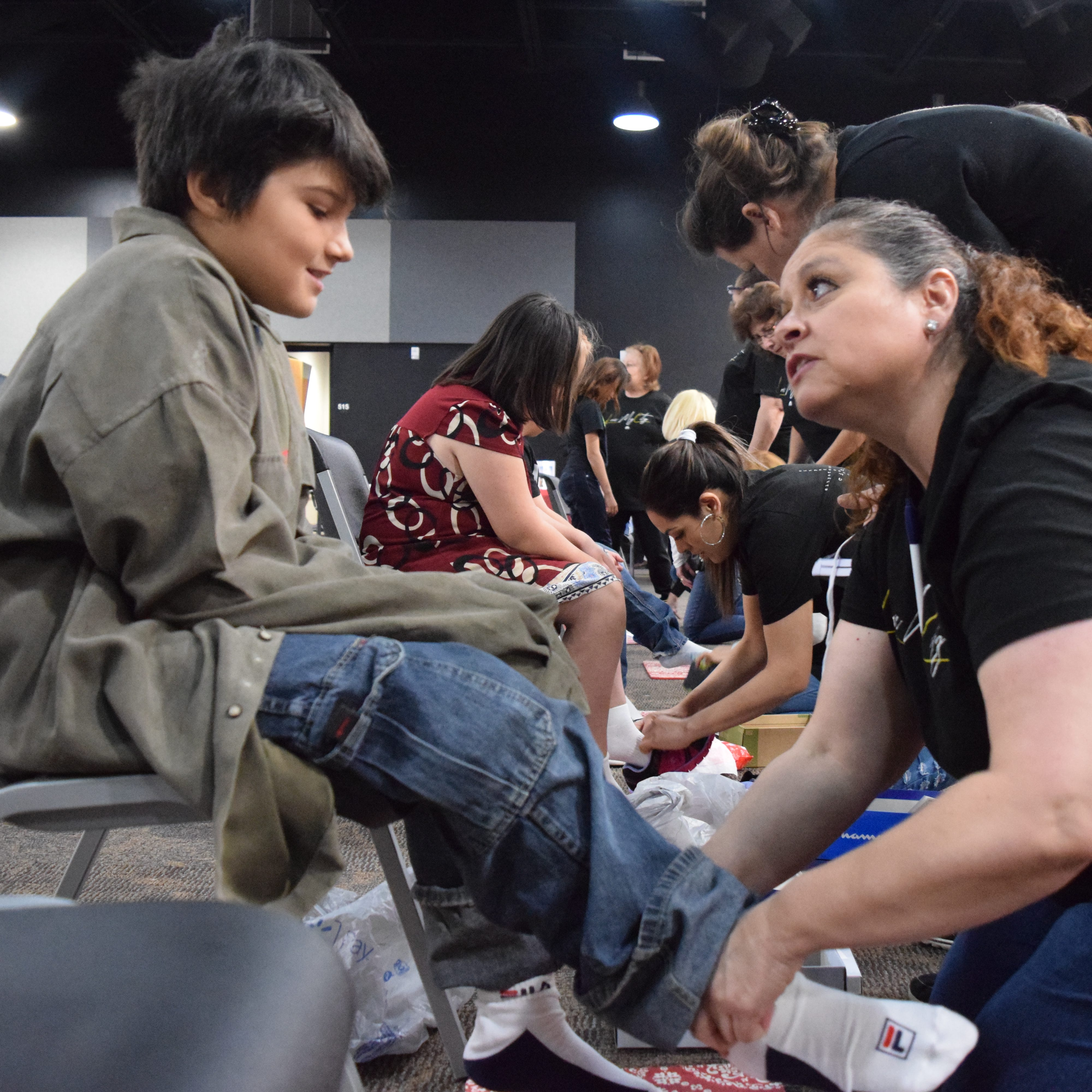 More than 100 students get free shoes at Las Cruces church's give-away
