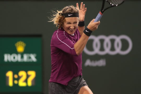 Victoria Azarenka returns to Serena Williams.