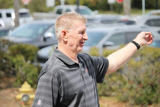 Former Oregon defensive coordinator Jim Leavitt visiting FSU.