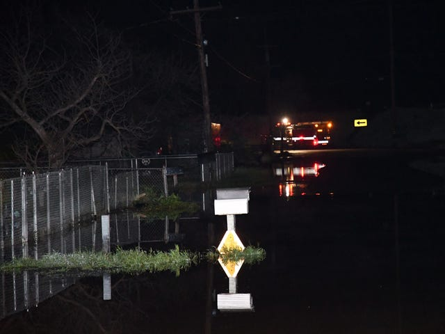 Major problem' floods Tulare County homes, crews work to pump water