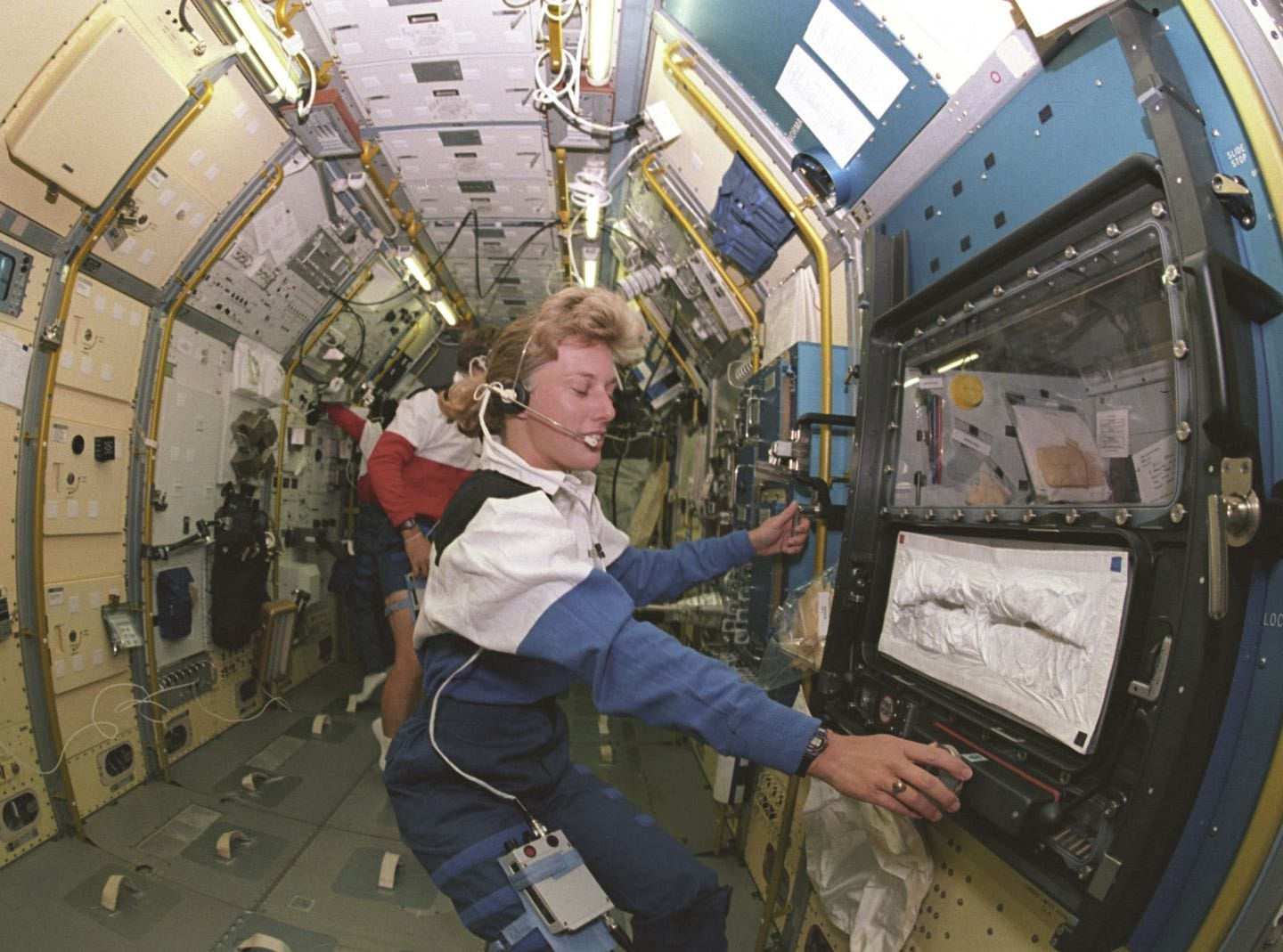 Jan Davis and her husband Mark Lee became the first married couple to go to space in 1992.