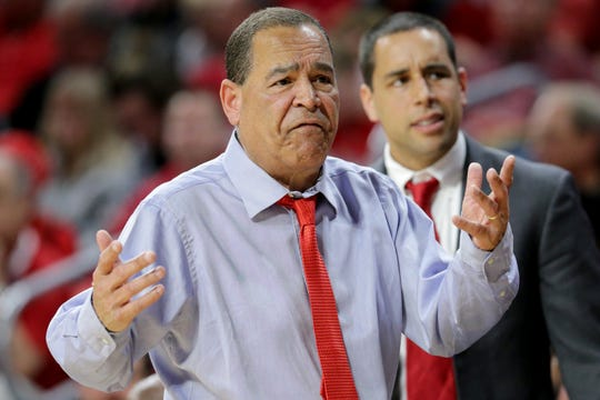 Houston Cougars head coach Kelvin Sampson argues with an official in the first half of an NCAA college basketball game against the Cincinnati Bearcats, Sunday, March 10, 2019, at Fifth Third Arena in Cincinnati.