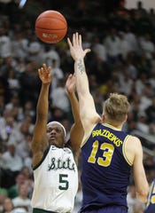 Cassius Winston scores against Michigan on March 9.