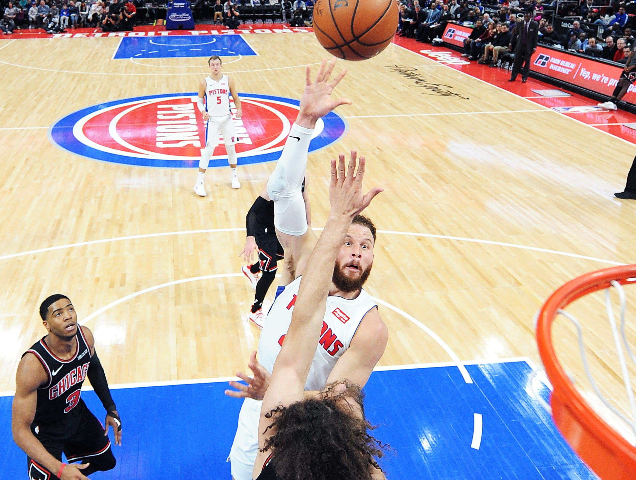 Pistons' Blake Griffin scores over Bulls' Robin Lopez in the second quarter. Griffin had 28 points and 6 rebounds.