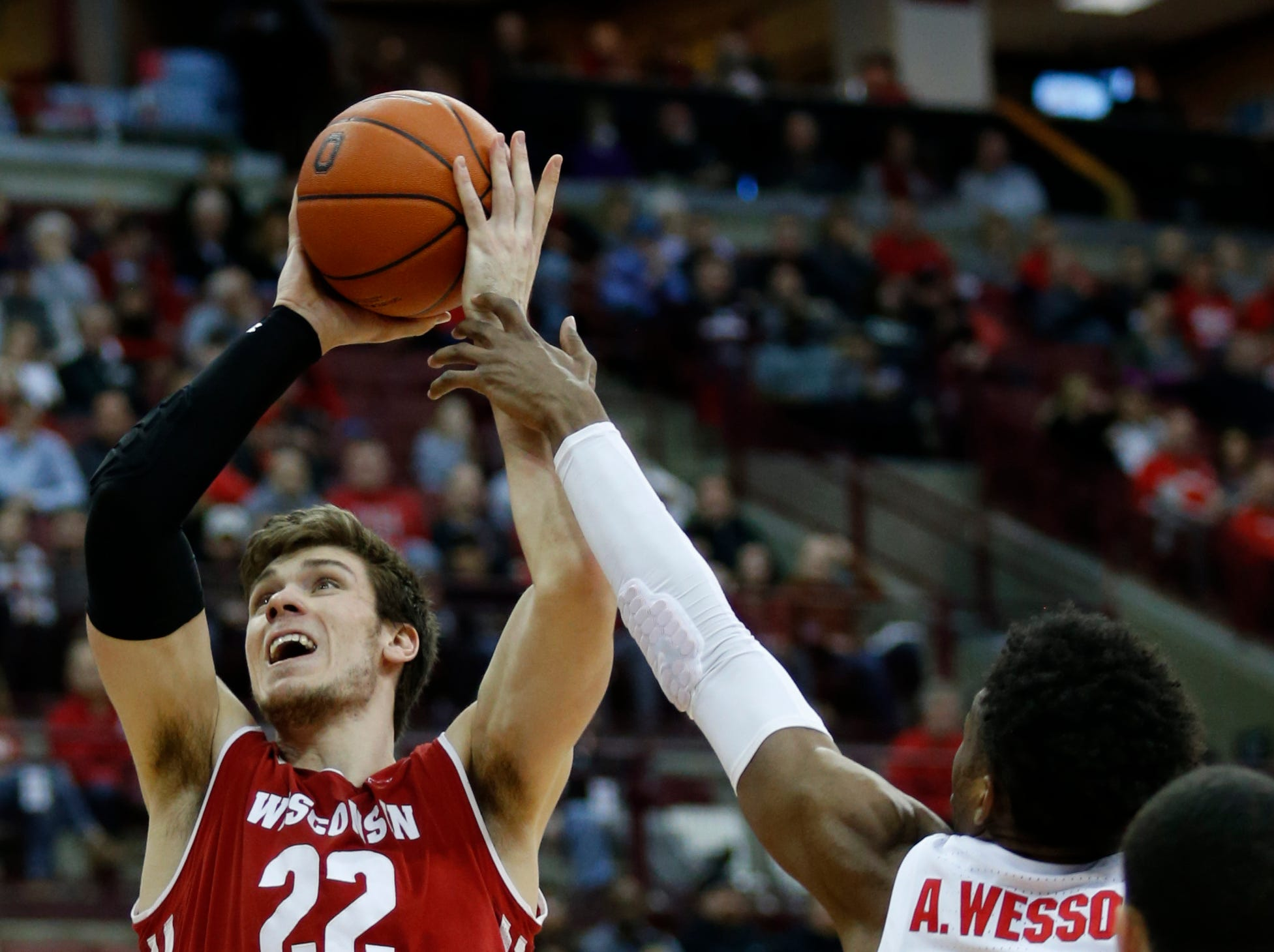 4. Wisconsin (22-9, 14-6): The Badgers locked up fourth place and a double-bye in the conference tournament by beating Iowa early in the week before closing the regular season with a win at Ohio State. The Badgers closed the season winning five of the last six games and now look to continue that momentum at the Big Ten tournament. With senior Ethan Happ looking to make one last push, the Badgers could find themselves hoisting a championship trophy. Last week: 4.